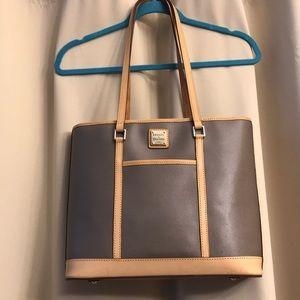 Dooney & Bourke tote bag - in excellent condition